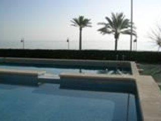 apartamento en primera linea de playa con piscina-castellmar