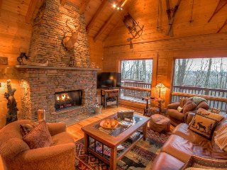 4BR Upscale Log Cabin Valle Crucis! 4BR/3.5BA Log Cabin with Hot Tub, Fire Pit, Banner Elk