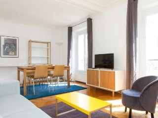24. SPACIOUS 1BR IN LE MARAIS - JUST STEPS FROM PLACE DES VOSGES AND BASTILLE
