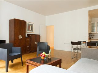 11. LOVELY 1BR IN THE LATIN QUARTER - STEPS FROM SAINT MICHEL AND NOTRE DAME