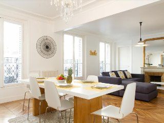 09. SPACIOUS 3BR FLAT IN STEPS FROM LE BON MARCHE - SAINT GERMAIN DES PRES