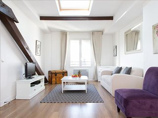 96. BRIGHT AND SPACIOUS FLAT IN THE HEART OF LE MARAIS - CLOSE TO REBUBLIQUE