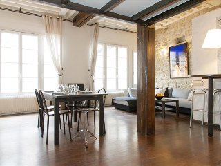 91. LOVELY FLAT IN THE HEART OF SAINT GERMAIN DES PRES - CLOSE TO THE SEINE