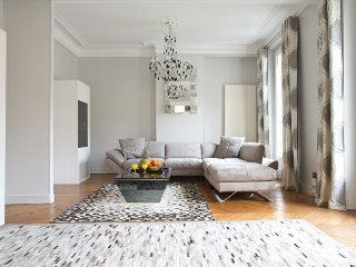 63. ELEGANT 2BR IN THE LATIN QUARTER WITH HUGE PRIVATE BALCONY