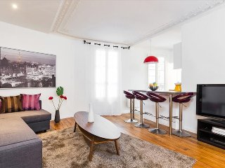 43.  LOVELY FLAT NEAR ST GERMAIN DES PRES, MONTPARNASSE AND LUXEMBOURG GARDENS