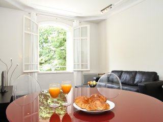 38. LOVELY 2BR FLAT ALONG THE CHAMP DE MARS PARK - STEPS FROM EIFFEL TOWER