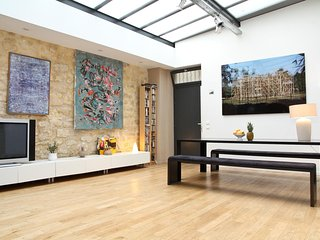 1030. IN THE HEART OF LE MARAIS CLOSE TO REPUBLIQUE & POMPIDOU-SPACIOUS 4BR LOFT