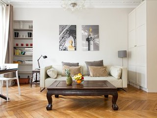 27. CLASSIC PARISIAN FLAT IN THE HEART OF LE MARAIS - RUE DES FRANCS BOURGEOIS