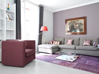 26. SPACIOUS 1BR NEAR THE EIFFEL TOWER - STEPS FROM THE SEINE