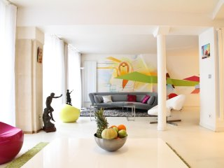 14. SPACIOUS 2BR IN THE CENTER - NEAR LES HALLES - LE MARAIS - LE LOUVRE