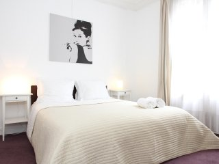 05. SPACIOUS 2BR NEAR LE BON MARCHE - LUXEMBOURG GARDENS - PARIS LEFT BANK