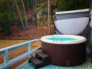 New 6 person Hot Tub