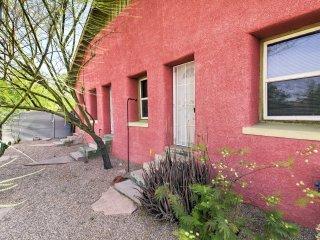 Tucson Apt w/ Yard & Fire Pit - Snowbirds Welcome!
