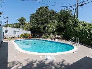 Quiet, Light-filled 3BR with Shared Pool in Cupertino
