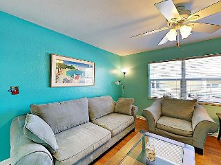 Colorful 1BR w/ BBQ, Steps to Madeira Beach, One Block to John's Pass