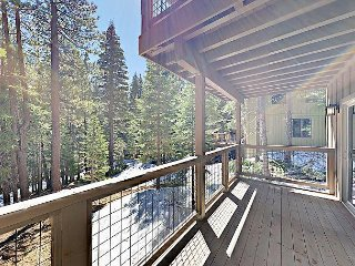 4BR w/ Three Decks, Rec Room, Pool/Hot Tub/Gym Access – Near Skiing, Truckee