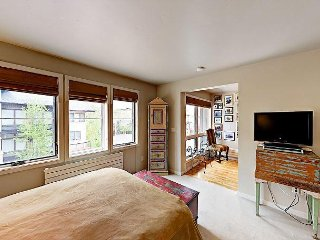 Luxury 4BR Townhome, Hot Tub, Firepit, Steps to the Steamboat Ski Resort
