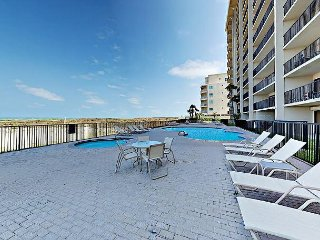2BR Beachfront Condo w/ Gulf Views - Access to Pool, Kiddie Pool & Hot Tub