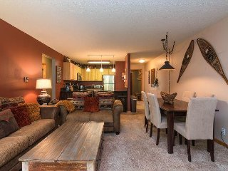 2BR Lodge Condo w/ Pool, Sauna, Hot Tubs – Free Shuttle to Gondola