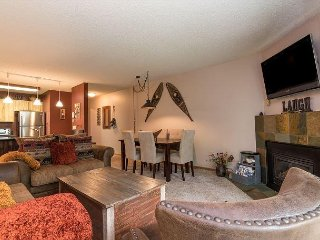 Resort 2BR Condo w/ Year-Round Pool, Sauna, Hot Tubs – Walk to Gondola