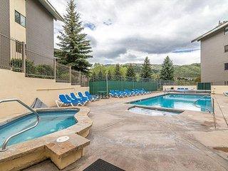 Resort 2BR Condo w/ Year-Round Pool, Sauna, Hot Tubs – Walk to Gondola