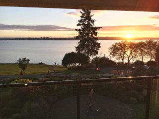 Luxury Downtown Kirkland Condo w/ Incredible Deck & View!