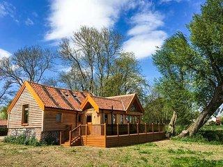 GRANARY MILL COTTAGE luxurious, riverside, en-suites, pet-friendly, WiFi in, Mendham