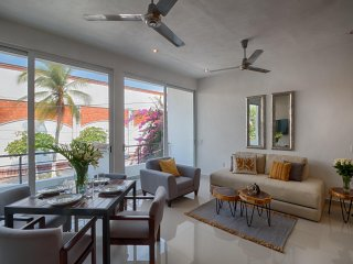 Brand new modern condo 1/4 block from beach