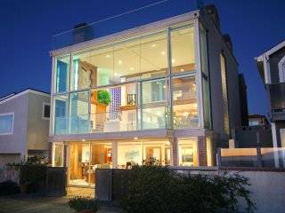 Beachfront-Luxury Glass House - Unbeatable 360° Rooftop View