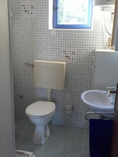 A1 maslina(4): bathroom with toilet