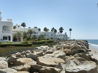 Oceanfront home in CasaBlanca community of Carpinteria, ocean views, great outdoor space, community pool - Beachside Bella