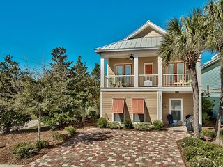 Polka Dot Bikini: 4BR, walk to the beach, Lagoon style pool, Crystal Beach