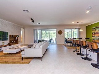 Modern 8 BR 6 bath Sonoma Resort home w/ private pool and gameroom