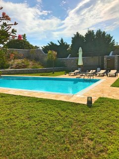 Villa Hermes with outdoor Jacuzzi close to famous Anthony Quinn bay