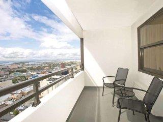 Comfortable condo with kitchen, near Steel Pier Wyndham Skyline Tower