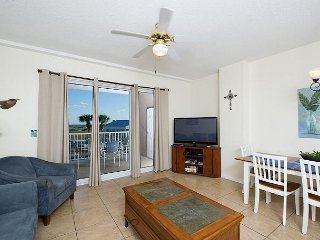 Beautiful Condo, located in the Perfect Getaway Spot!