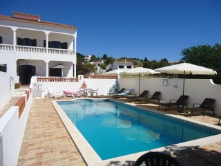 Holiday apartment A 'Acacia' - shared pool - beachfront property at Meia Praia