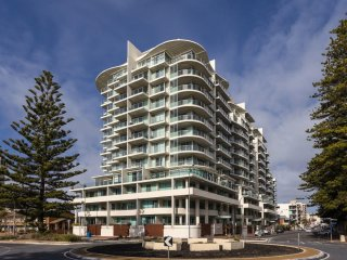 Unwind * Glenelg Apartments