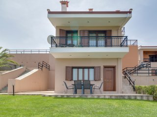 R94 Stunning maisonette with sea view