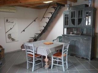 Maison neuve capacite  4 personnes citue  dans un petit  village jardin privatif