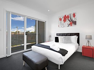 CANLEY HEIGHTS VILLA 45A - Brand new, Sydney Townhouse Sleeps 8