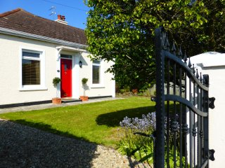 NEW! Spacious, stylish Crayfish Cottage Portrush. 2 min drive to the beach!