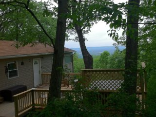 Rainbow View Cabin - Shenandoah Valley view & hottub