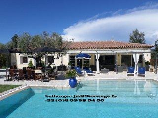 VAR ,LE CASTELLET VILLAGE PRES DE BANDOL: SUPERBE villa avec piscine chauffee