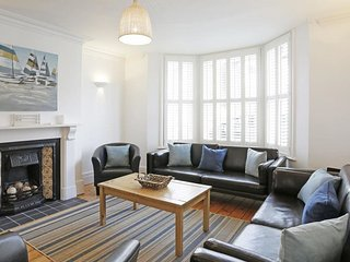 Tall Cottage - Spacious and modern accommodation in Southwold, by the sea