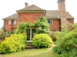 Old Keepers House - Spacious rural home, nicely furnished and perfectly located in Uckfield