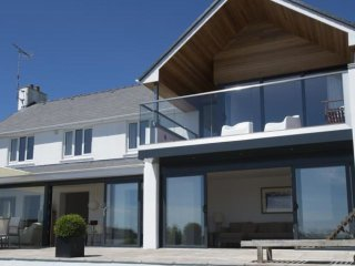 Garth - Luxury property with magnificent panoramic views of the sea
