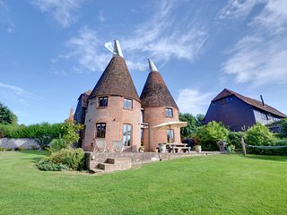 Hawkridge Oast - Wonderfully converted mill; excellent accommodations for the entire family.