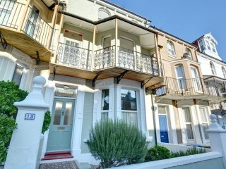 Waitemata - Breathtaking Victorian house with sunny courtyard located close to the beach, Ramsgate