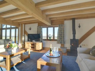 Churchlands Barn - Gorgeous, rural holiday home with a beautiful view of the countryside